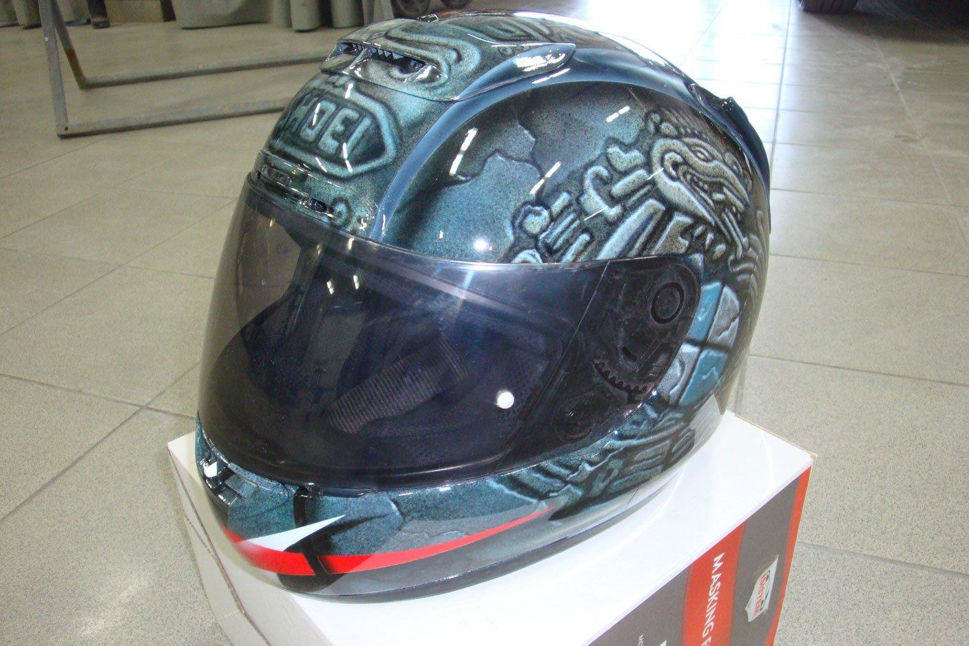 нарисованный рисунок на шлеме
