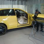 ремонт желтой двери машины