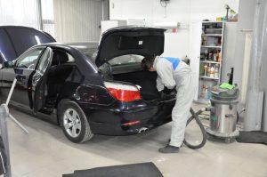 чистка багажника машины