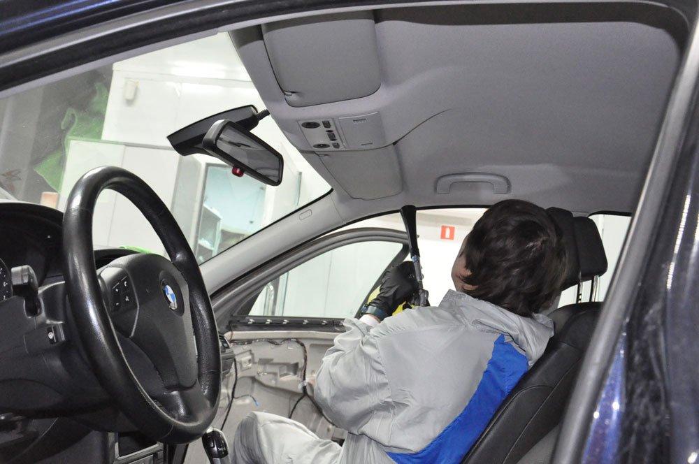 чистка потолка машины