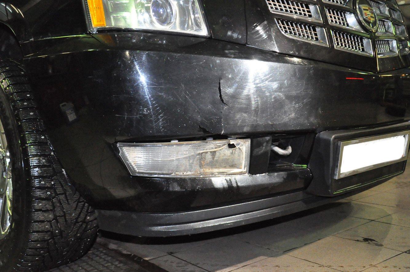 черный бампер с трещиной на авто в Москве