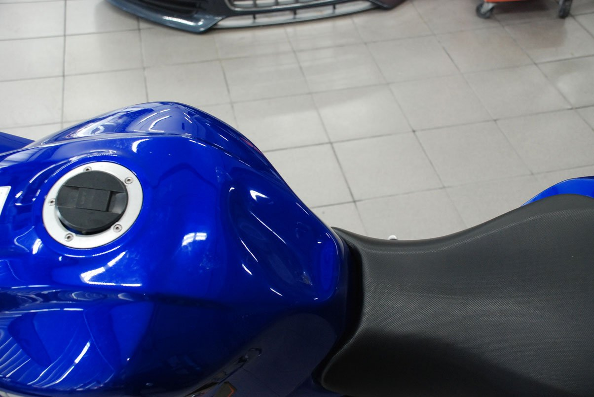 синий бак для бензина на мото