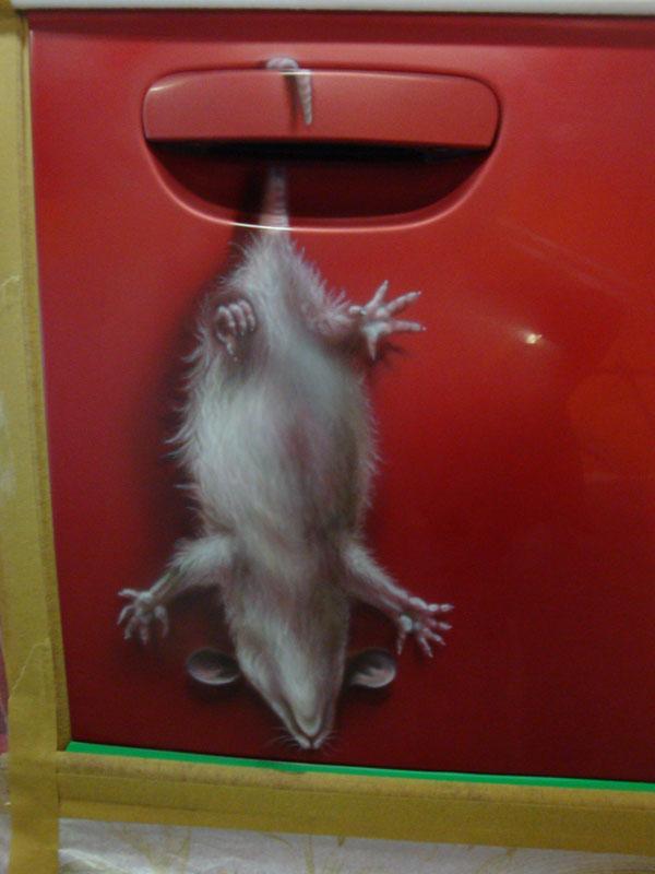 аэрография на двери мышь