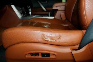 ремонт кожаных сидений автомобиля