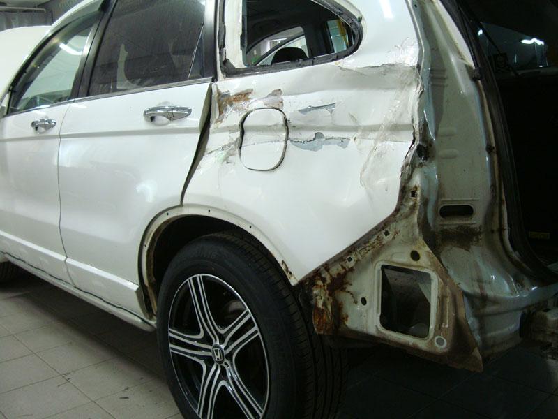 Кузовной ремонт автомобиля Honda CR-V (Хонда ЦРВ): замена заднего крыла и двери