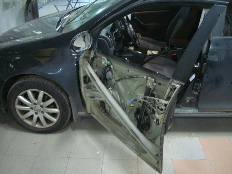 процесс замены бокового стекла