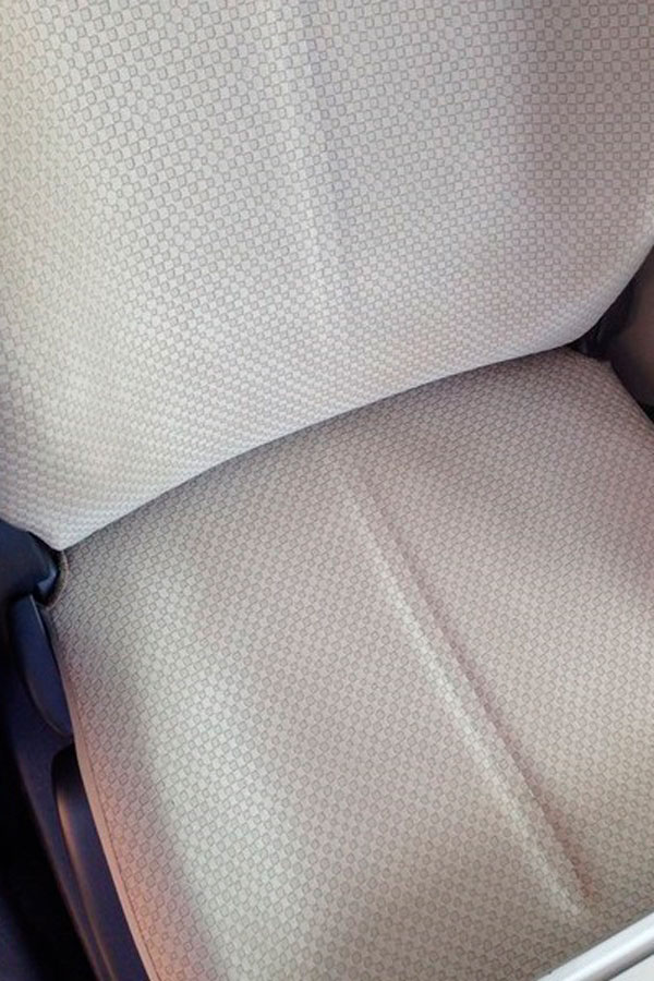чистое сидение автомобиля