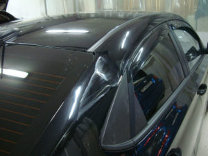 вмятина на крышке багажника тойоты королла